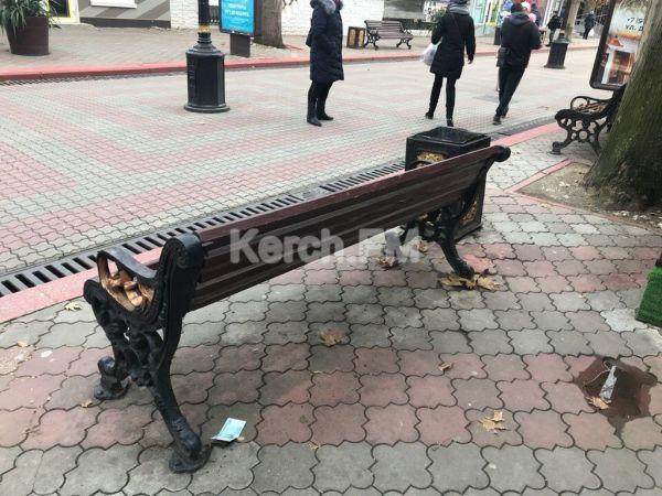 Неизвестные раскидали фальшивые тысячи рублей по центру Керчи