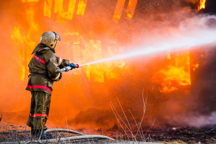 В Севастополе на пожаре спасли женщину