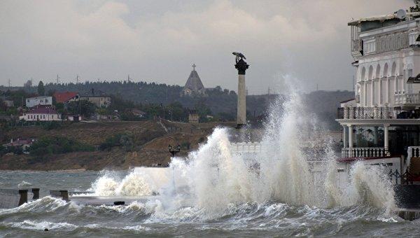 Внимание! В Крыму объявлено экстренное штормовое предупреждение