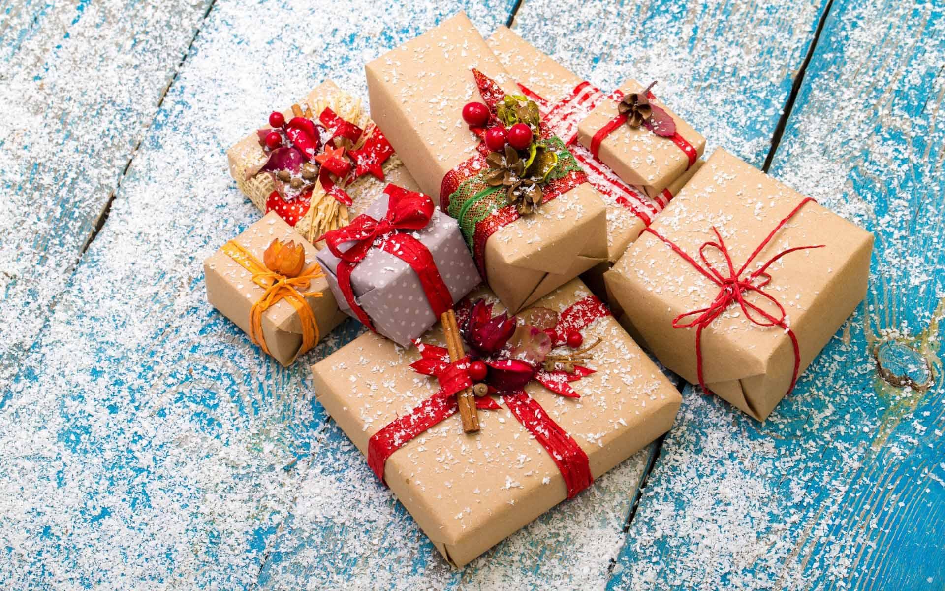 Названы популярные среди россиян подарки на Новый год