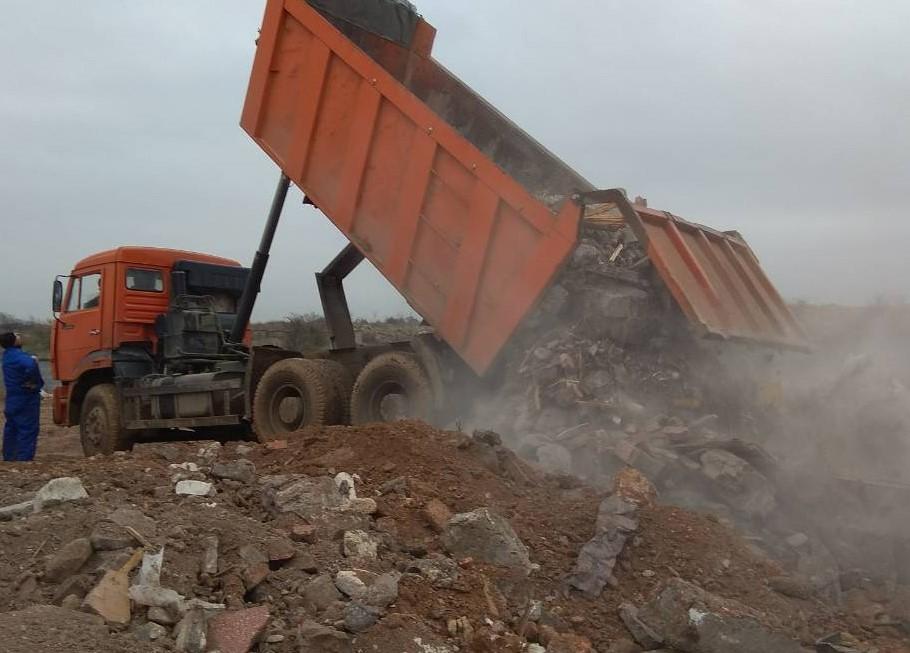 В Севастополе в Голубой бухте нашли огромную свалку строительного мусора