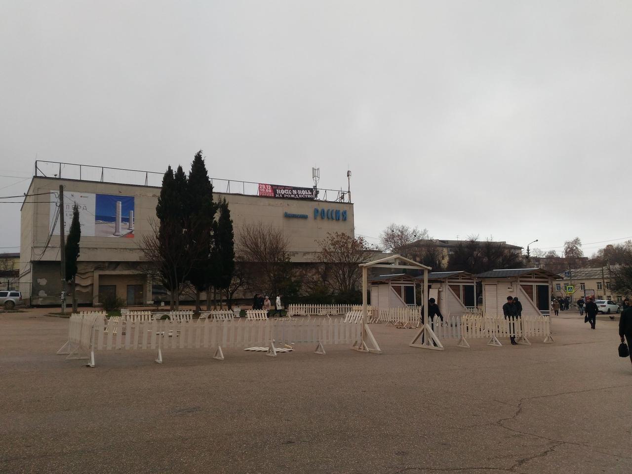 В Севастополе обустраивают «новогодний городок»