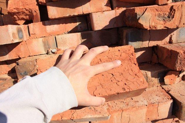 Крымский подросток чуть не убил знакомого кирпичом