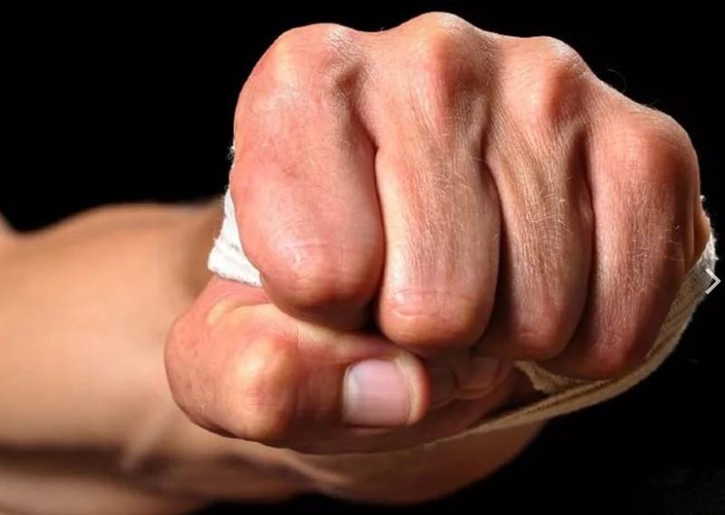 В Симферополе в результате уличной драки погиб мужчина