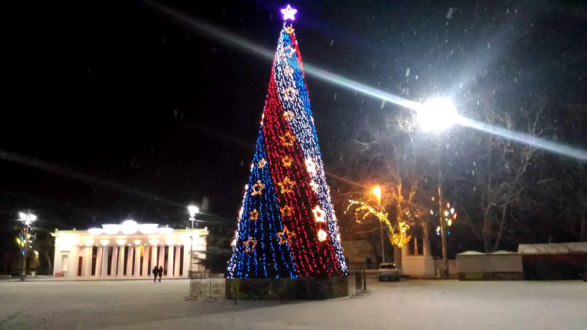 Новогодняя ёлка в Севастополе вновь будет светиться триколором