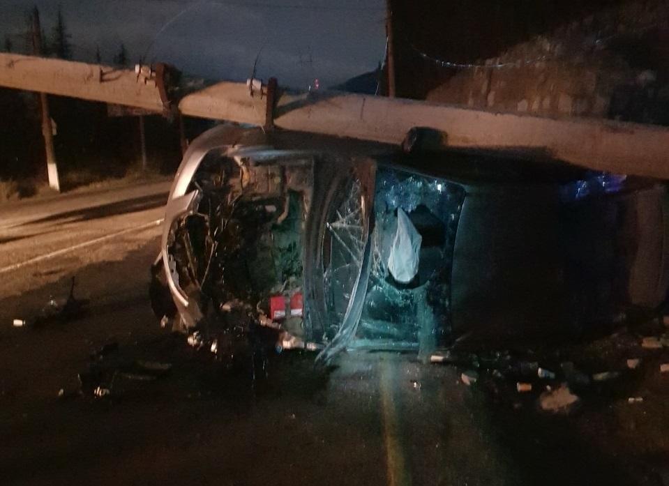 ДТП на ялтинской трассе: автомобиль превратился в груду металла (фото)
