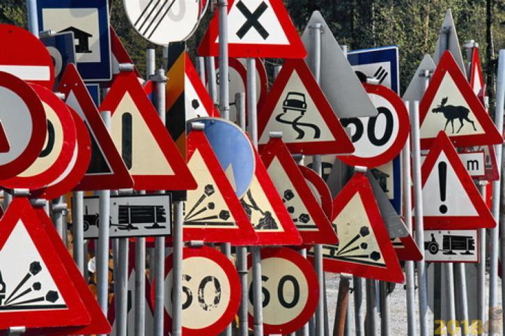 В России ввели новые дорожные знаки и разметку