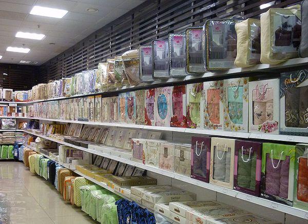 Житель Ялты украл с витрины магазина два одеяла