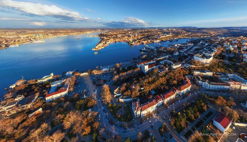Самый крупный инвестор Севастополя получил награду в Москве