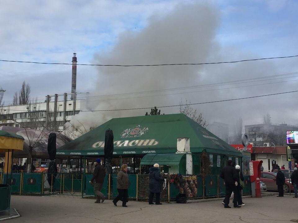 В Крыму загорелся рынок (фото)