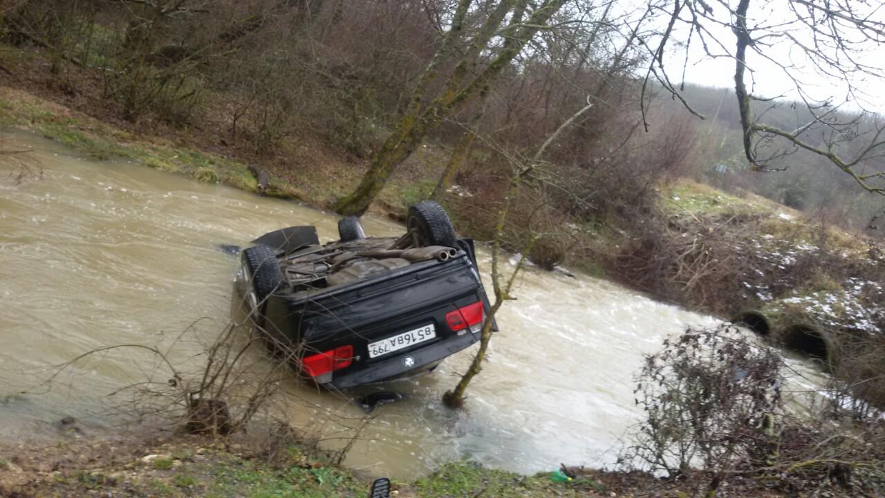 Еще одно авто угодило в реку под Севастополем