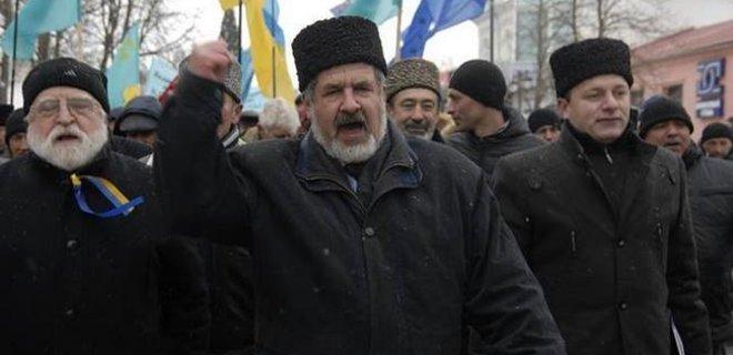 Члены запрещенной организации призвали крымчан отмечать Новый год по украинскому времени