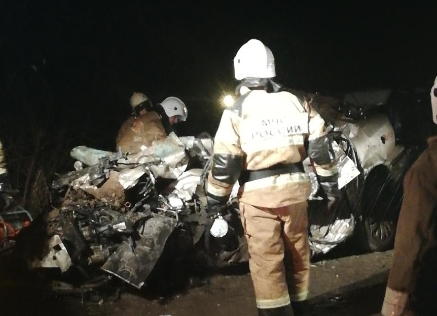Жуткое ДТП с легковушкой и грузовиком в Крыму: водитель погиб