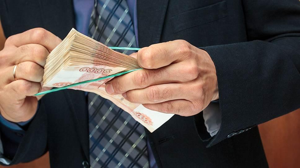 Двое мужчин вымогали у крымской предпринимательницы более 1,5 млн рублей