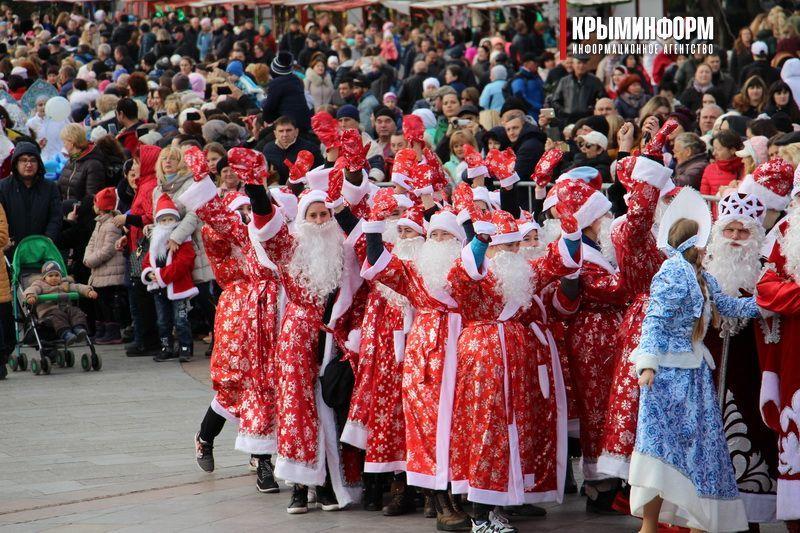 В Ялте прошел девятый парад Дедов Морозов