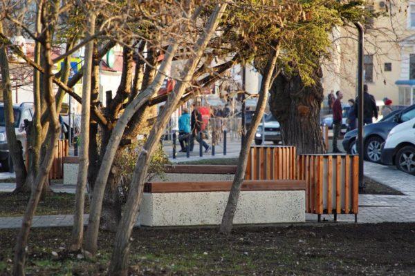 Возле «Чайки» сделали пешеходную зону с площадками для отдыха
