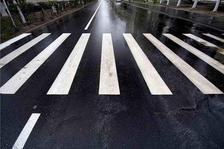 В Севастополе водитель маршрутки сбил 17-летнюю девушку