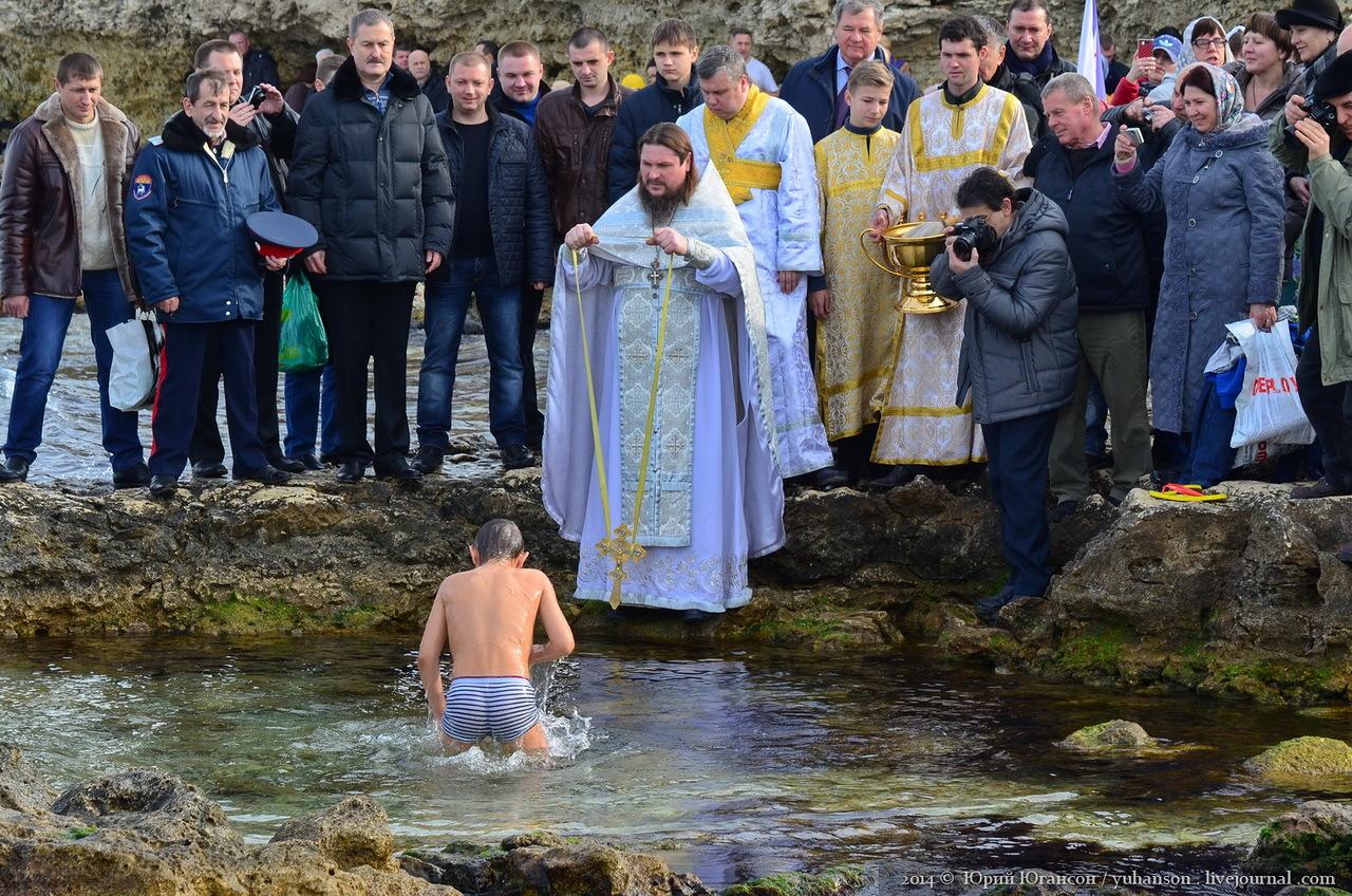 Крещение в Севастополе: где перекроют дорогу, проведут богослужения и организуют купели