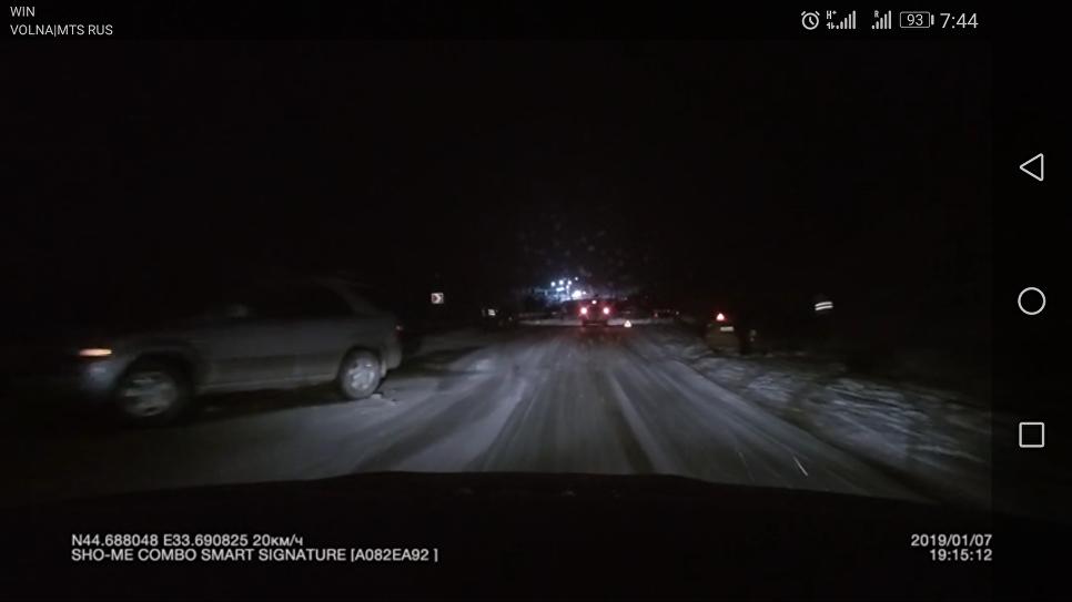 Массовое ДТП в районе Севастополя: машины раскидало по скользкой трассе