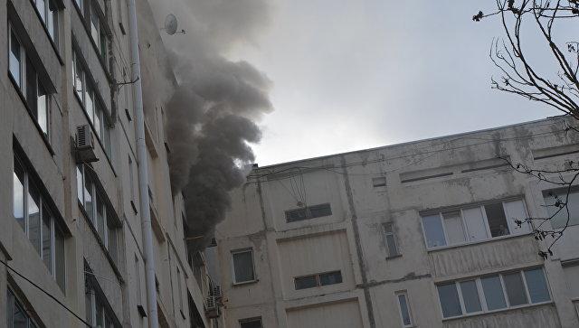 На пожаре в севастопольской многоэтажке пострадали взрослый и ребенок