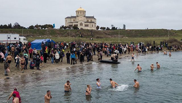 Как в Херсонесе проходят крещенские купания