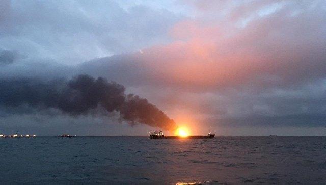 В Керченском проливе погибли 11 моряков в пожаре на судах