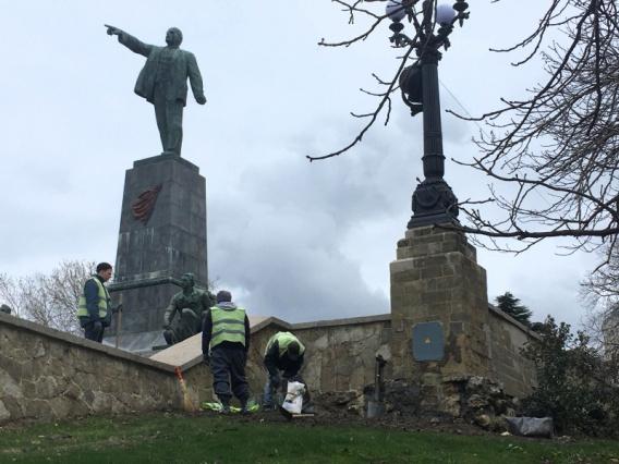Подрядчик реконструкции сквера на Центральной горке сбежал из Севастополя?