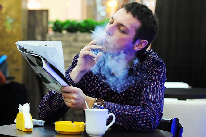 Курильщики теперь обязаны выплачивать компенсацию соседям за дым в их квартирах