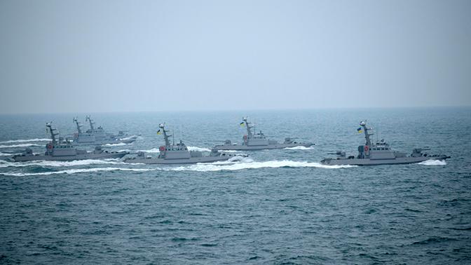 ВМС Украины открыли огонь по курсу судна в Черном море