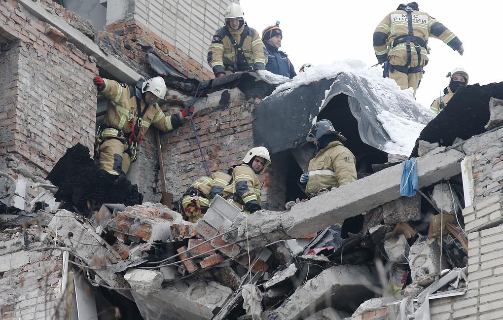 Нашли тело женщины: число жертв взрыва газа в доме в Шахтах возросло до двух