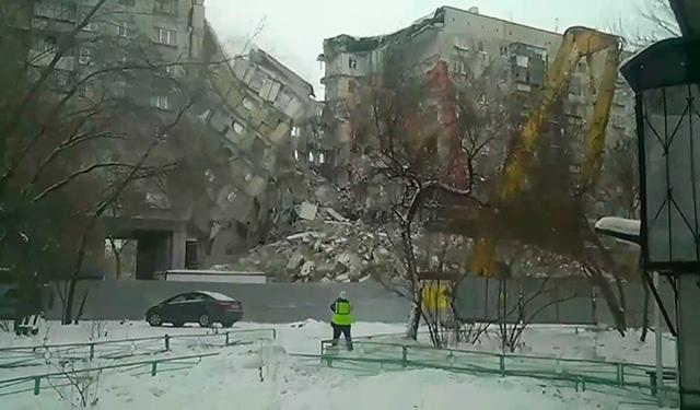 В Магнитогорске обрушили поврежденную взрывом стену дома