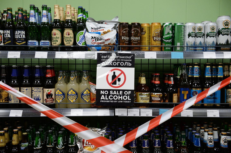 В России хотят запретить продажу алкоголя и табака в продуктовых магазинах