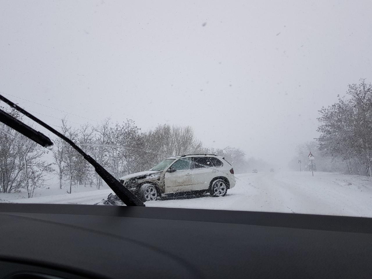 Очередное ДТП на крымской трассе спровоцировало серьезный затор