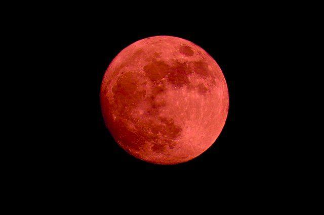 Кровавая Луна: рано утром крымчане увидят уникальное затмение небесного тела