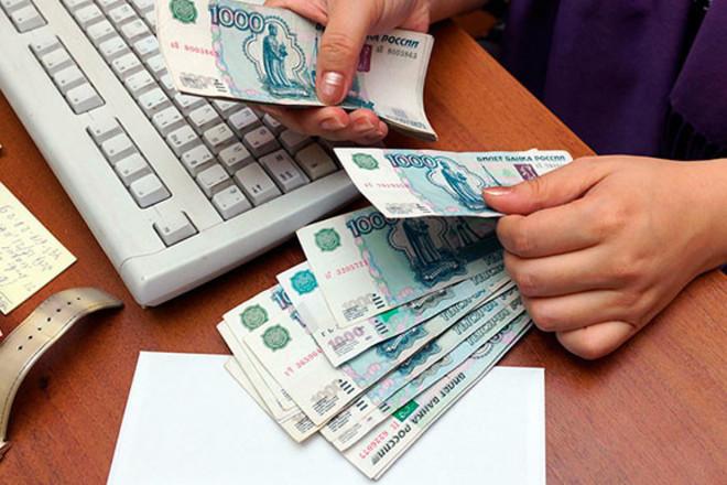 Минимальную зарплату россиян увеличат в два раза