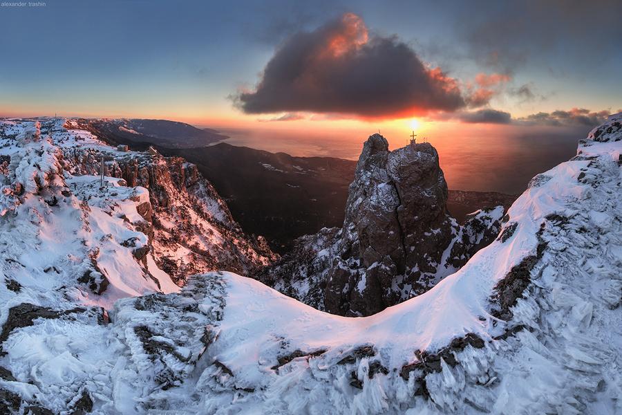 Сход лавин в горах Крыма, селевой поток в Ялте, свиной грипп в Севастополе и другие события пятницы
