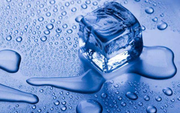 Трюк с мгновенным замерзанием воды в бутылке заинтересовал пользователей Сети