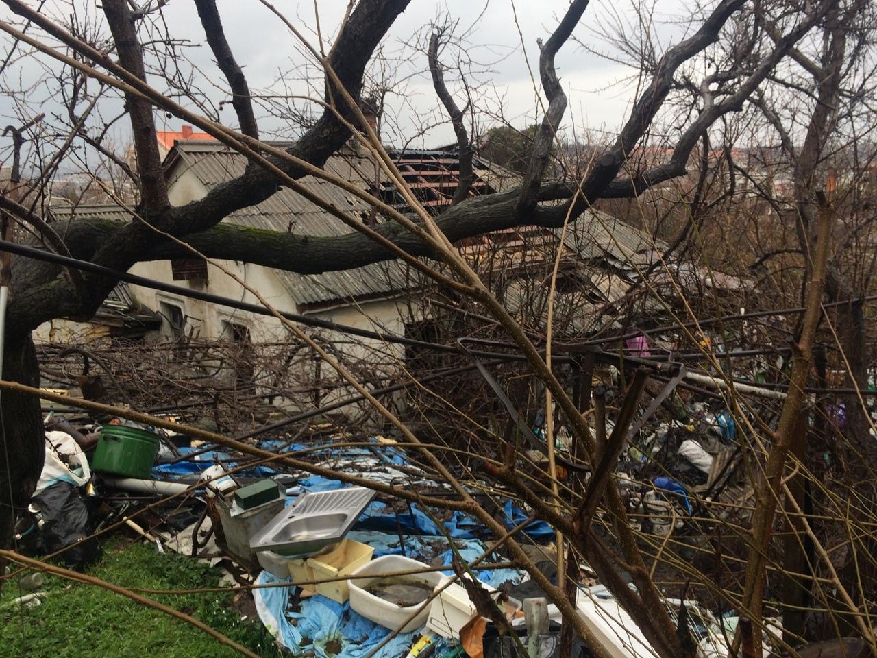 «Окна лопались»: в Севастополе ночью сгорел частный дом