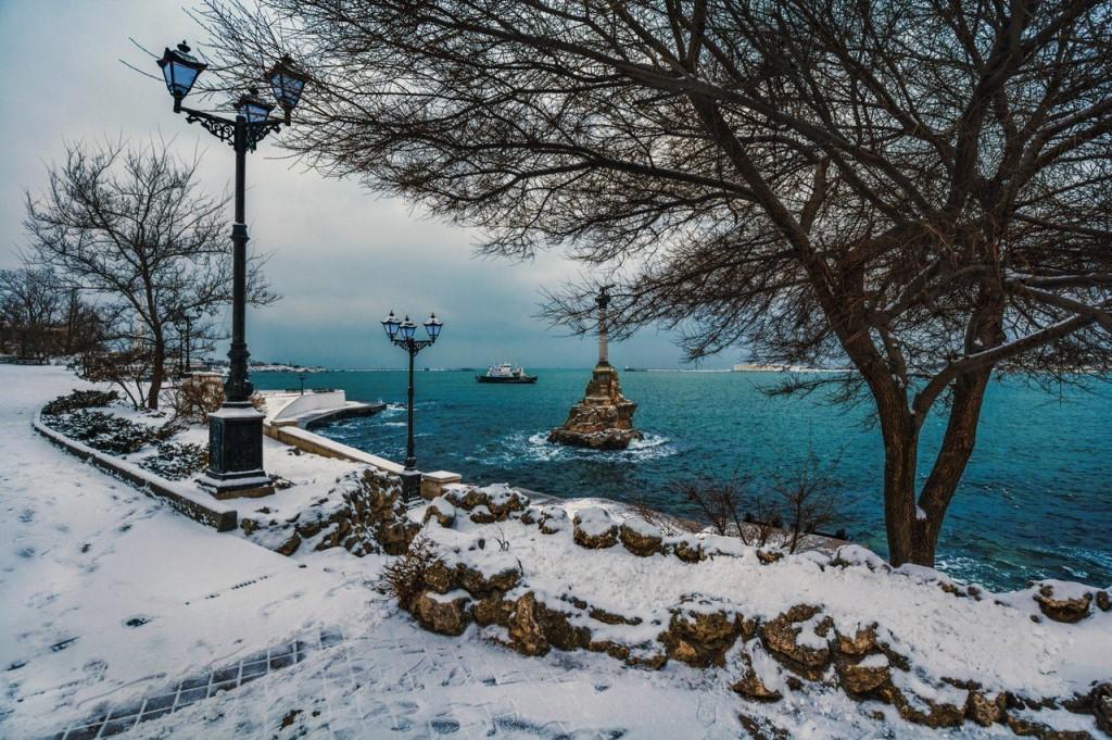 Рождество у Черного моря в Крыму нарисовали снегом (видео)