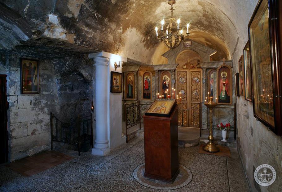 В пещерных храмах Инкермана возобновлены богослужения