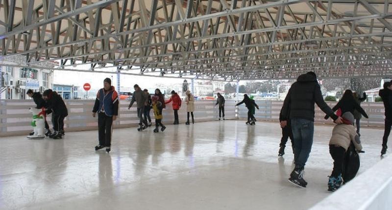 Каток в Артбухте будет работать до конца зимы