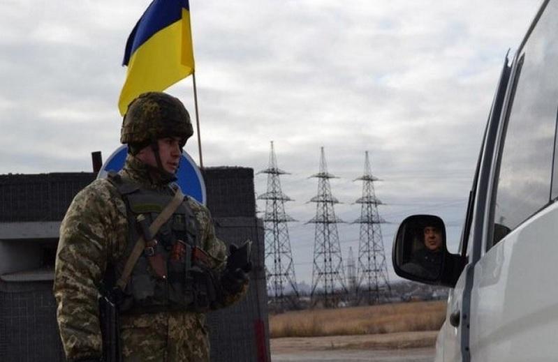 Украина закрыла пункты пропуска для автомобилей на границе с Крымом