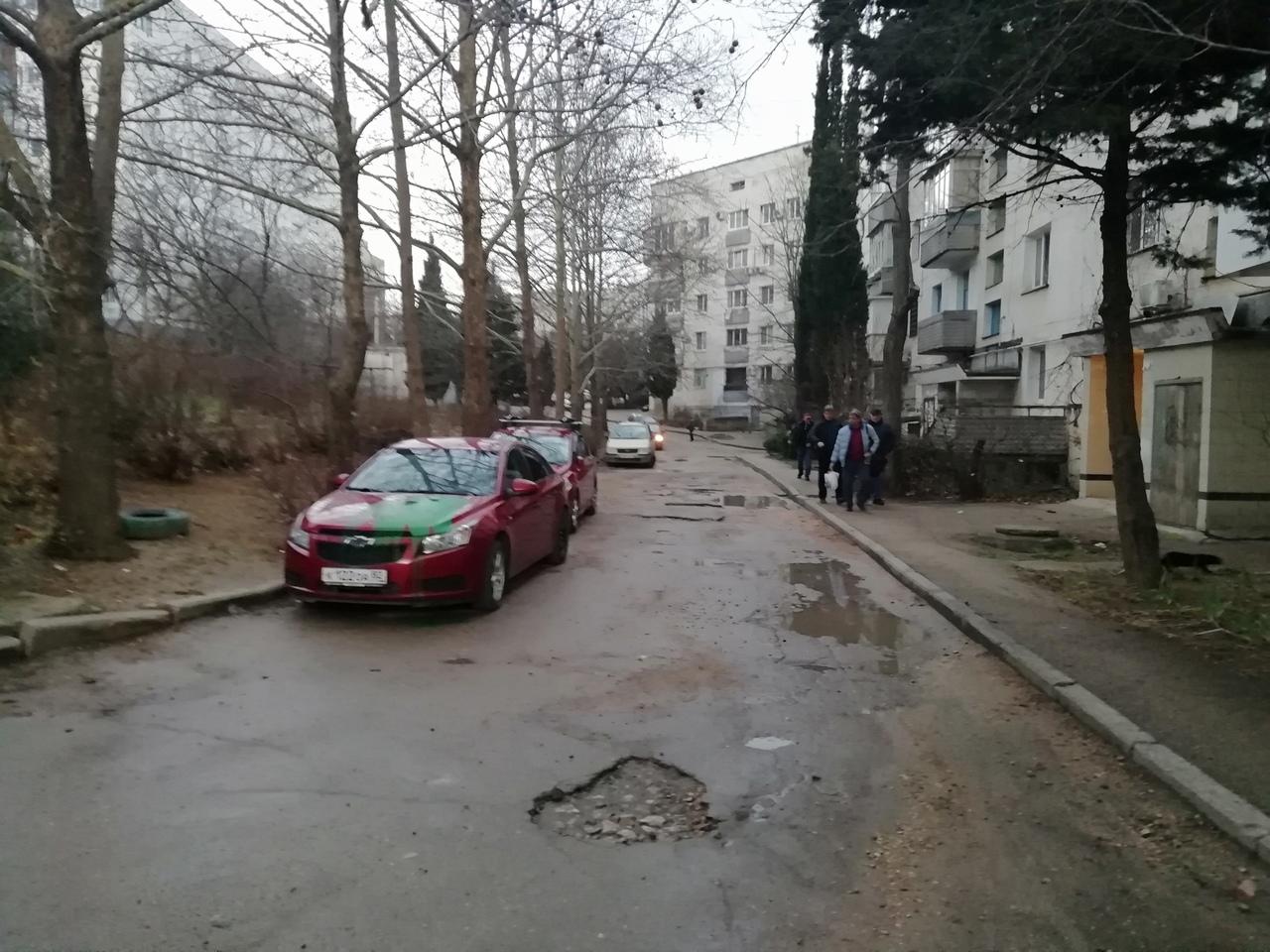 В Севастополе облили краской два автомобиля