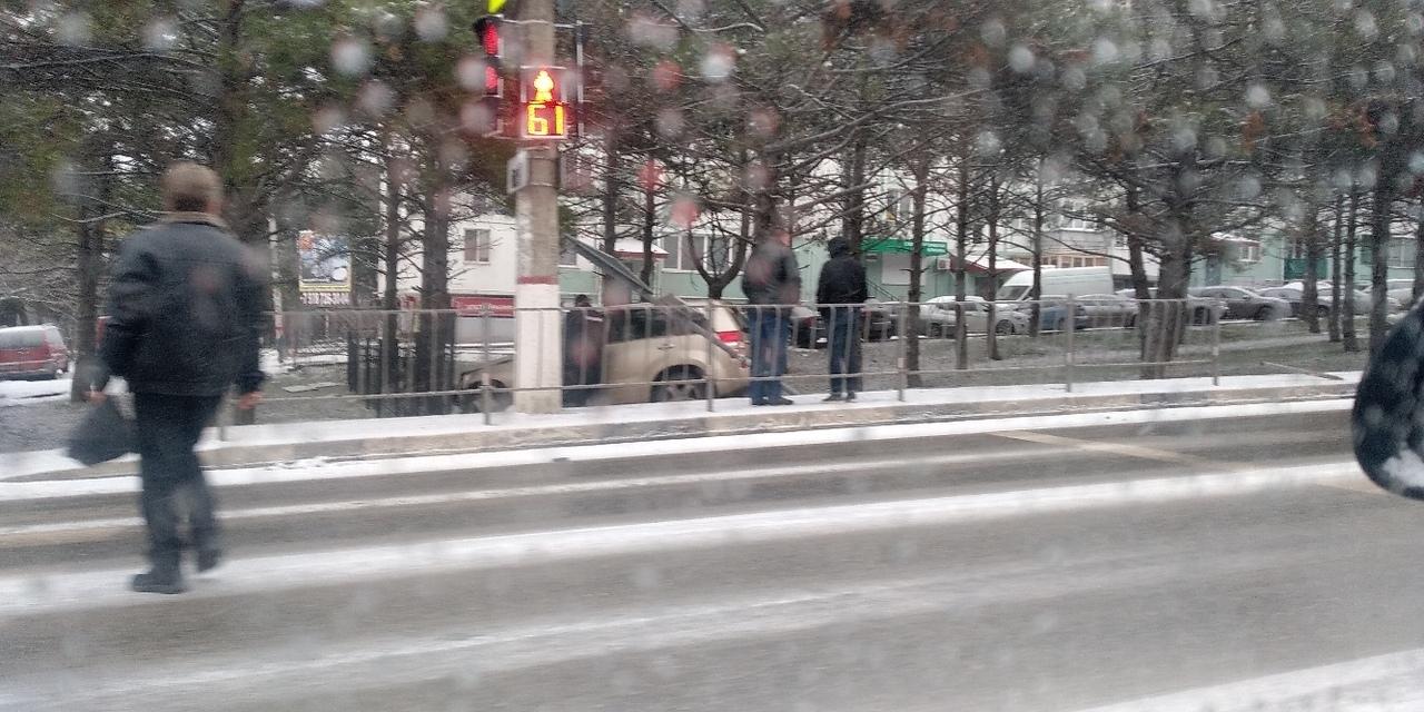 «Автомобилисты, дорога – каток!»: еще несколько крупных аварий произошли в Севастополе