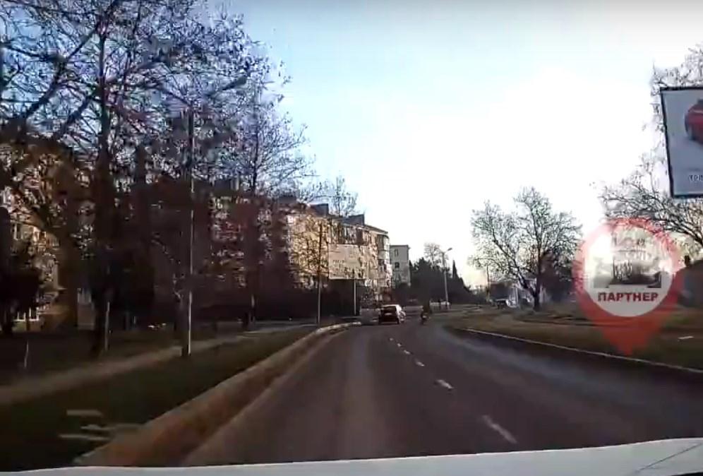 В Севастополе продолжается сезон езды по тротуарам