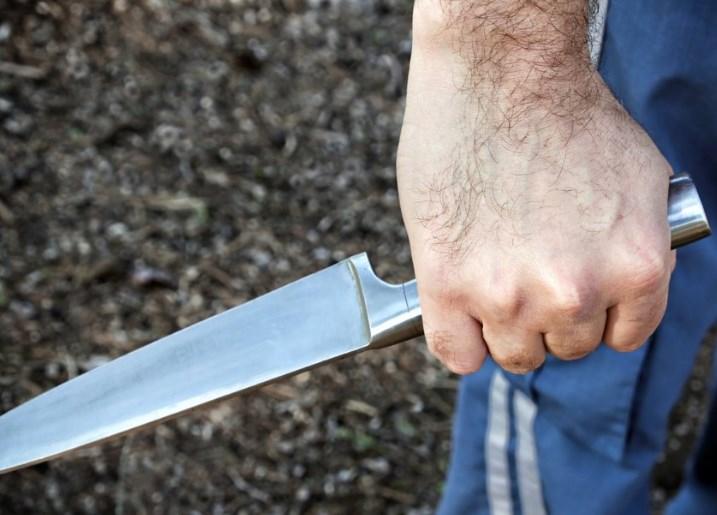 В Крыму мужчина напал на односельчанина с ножом
