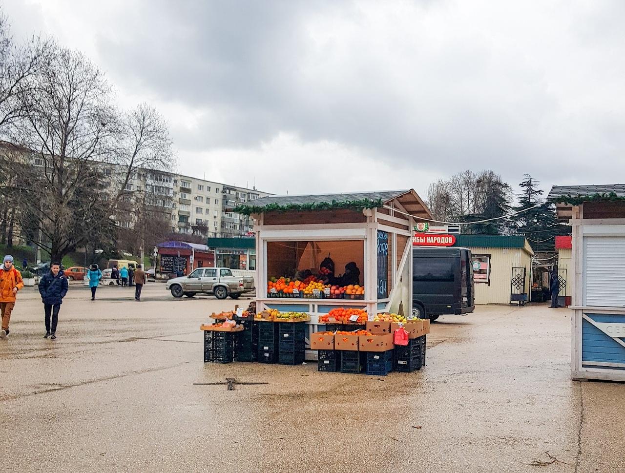 «Под прикрытием»: в Севастополе на елочной ярмарке продают картошку