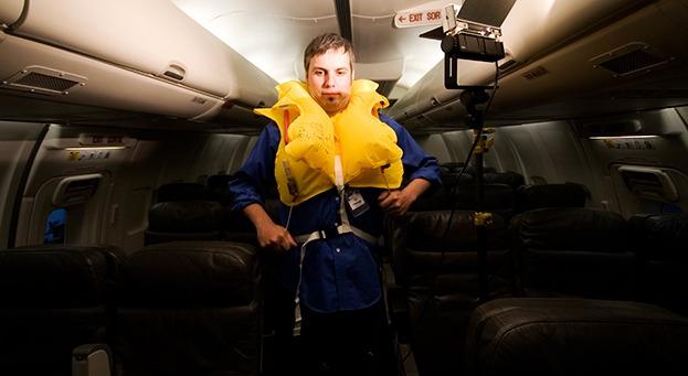 Пассажир авиарейса Москва — Симферополь забрал на память о полете спасательный жилет