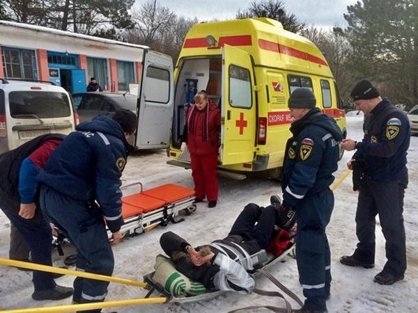 Двое мужчин получили серьезные травмы в Крымских горах
