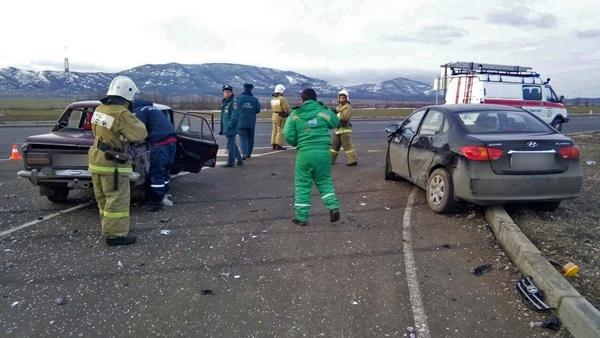 Два человека в больнице: на «Тавриде» столкнулись автомобили